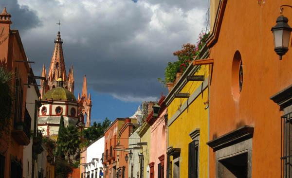 Colorful calle in San Miguel de Allende in Guanajuato, Mexico