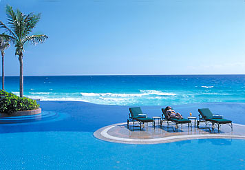 Infinity pool, JW Marriott Cancun Resort in Cancun, Quintana Roo, Mexico