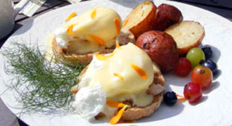Eggs benedict at Summer Jo's in Grants Pass, Oregon, USA
