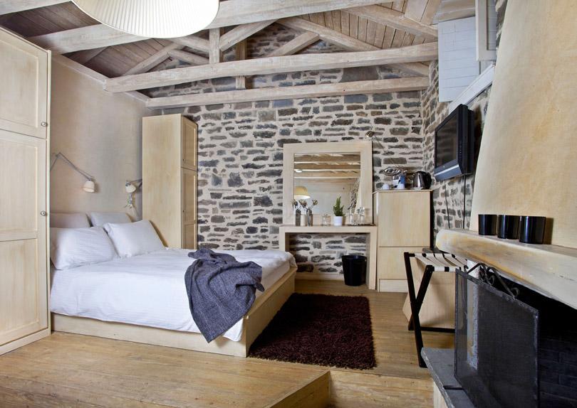 Guest room, Mikro Papigo 1700 Hotel - Mikro Papigo, in the Zagori region of the Pindus Mountains, Greece